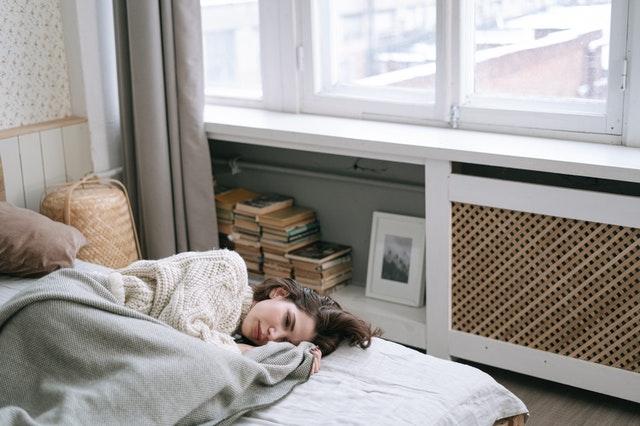Narkolepsie ist eine chronische neurologische Störung, bei der das Gehirn nicht in der Lage ist, den Wach-Schlaf-Zyklus angemessen zu regulieren