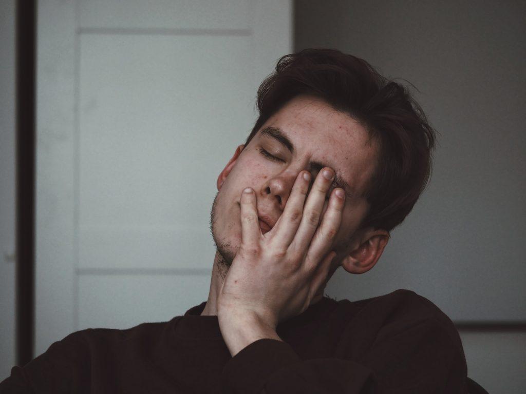 Die Ursachen für Kopfschmerzen sind vielfältig. Sie können in orthopädische, neurologische, endokrine, intensivmedizinische oder psychiatrische Einrichtungen unterteilt werden